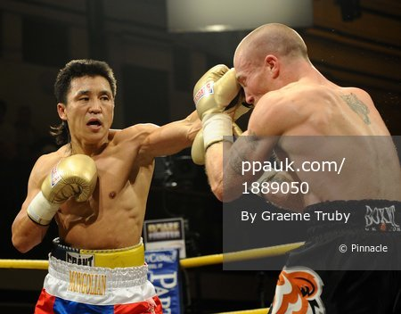 Choi Tseveenpurev v Ben Murphy 201110