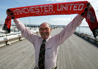 90 YEAR OLD MANCHESTER UNITED FAN, Torquay, UK 28 Aug 2002